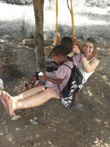 volunteer and internship programs in orphanage in Tanzania, Africa. Vapaaehtoistyö ja työharjoittelu orpokodissa Tansaniassa Afrikassa